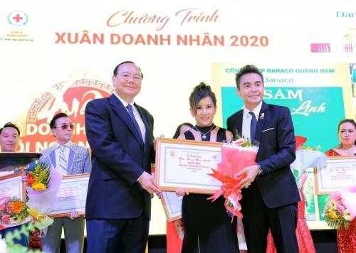 Doanh nhân Dương Thùy Hương tiếp tục vinh danh nhà ngoại giao tài năng quốc tế