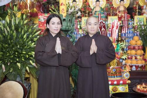 Phi Nhung và Sư cô Thích Tâm Trí mời phái đoàn PHẬT GIÁO Tịnh Độ Tông từ Nhật về Việt Nam làm lễ Tán Hoa Cúng Dường