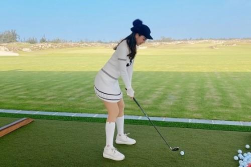 Cùng Á hoàng Golf Queen Hải Anh khai gậy năm Canh Tý tại Huế