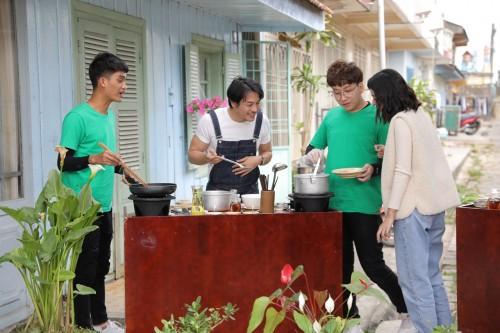 [Clip]Trương Thanh Long chứng tỏ tài nấu ăn siêu xịn, ăn đứt Tú Hảo