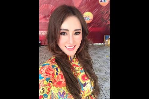 Hoa hậu  thế giới WOA Tracy Nguyễn hạnh phúc  trong hoạt động thiện nguyện Nghĩa tình Trà Vinh.