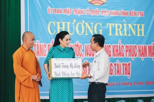 Phi Nhung cứu trợ cho bà con miền Tây bị ảnh hưởng bởi hạn mặn