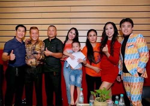 Phi Thanh Vân và nhiều nghệ sĩ 'Chung tay phòng chống Covid-19' qua ca khúc cùng chủ đề