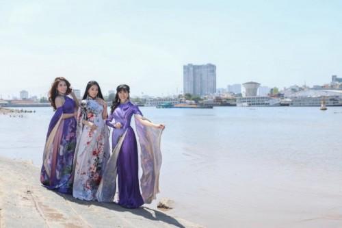 Diện áo dài Việt Hùng, Nhóm nhạc Phù Sa khoe vẻ lộng lẫy giữa Sài Gòn tươi đẹp