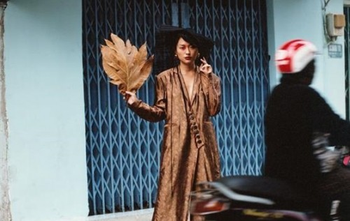 Fashionista Thu Anh Hồ mang khung cảnh thân thuộc của Việt Nam xuất hiện trên báo thời trang tại Berlin - Đức