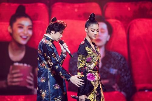 """Á hậu Kiều Loan diện trang phục thêu rồng cạnh  Trịnh Thăng Bình """"hoá thân"""" thành người yêu tiền kiếp giành 2 điểm tuyệt đối"""