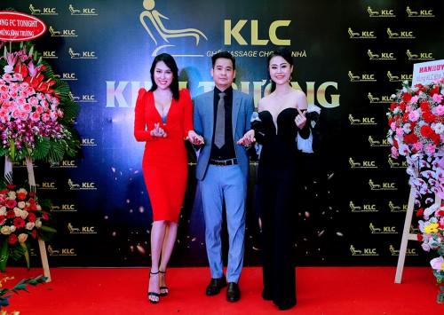 Phi Thanh Vân trải nghiệm với ghế massage KLC
