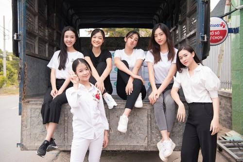 Tiểu Vy, Lương Thuỳ Linh cùng dàn Á hậu chung tay tặng quà cho các cô nhi