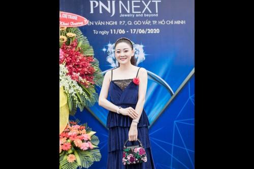 Hoa hậu Kim Nhung sang trọng nổi bật cuốn hút tại sự kiện khai trương showroom PNJ