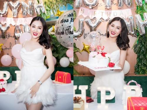 Hoa hậu Huỳnh Thúy Anh xinh đẹp bất ngờ tại tiệc sinh nhật