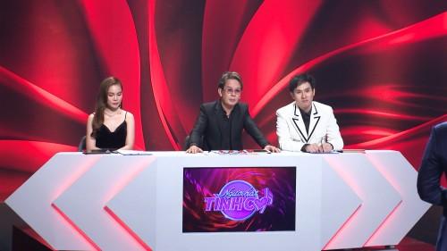 Bảo vệ thí sinh, nhạc sĩ Đức Huy không ngại bác  lý luận Giang Hồng Ngọc trên sóng truyền hình