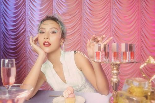 Quỳnh Anh Shyn kết hợp với nhãn hàng Hàn Quốc LouLou, tung dòng son dưỡng môi đầu tay