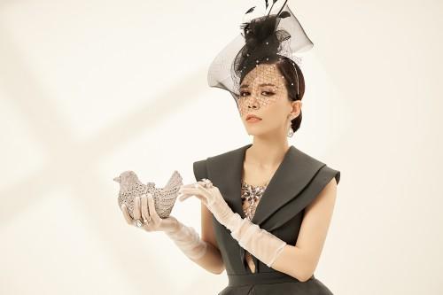 Hoa hậu Doanh nhân Oanh Lê quyến rũ bao ánh nhìn trong thiết kế cổ điển sang trọng