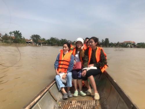 BTC Hoa Hậu Việt Nam tiếp tục trao tặng gần 1 tỷ đồng cho người dân Quảng Bình