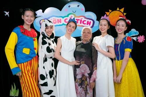 Tập 1 Chương trình Người đẹp nhân ái – Hoa hậu Việt Nam 2020: cảm phục người phụ nữ 80 tuổi suốt 16 năm dùng lương hưu chữa bệnh cho trẻ em bị bại não