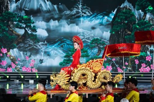 Đỗ Mỹ Linh ăn chay 2 ngày trước khi ngồi kiệu hóa thân thành Thánh Mẫu đêm chung kết Hoa hậu Việt Nam 2020