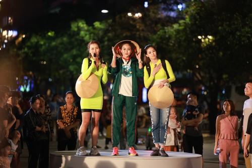 Teaser Tập 2 Vietnam Why Not: Ngọc Diễm bán bún riêu, Khánh Vân trổ tài hát hò, Võ Hoàng Yến lấy danh siêu mẫu chèo kéo khách du lịch.