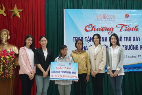 Ban tổ chức Hoa hậu Việt Nam 2020 cùng dàn hậu vượt địa hình khó trao tặng 1 tỷ đồng cho bà con Nam Trà My
