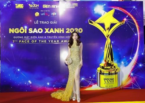 Hoa hậu Oanh Lê kiêu sa gợi cảm trên thảm đỏ Ngôi sao xanh