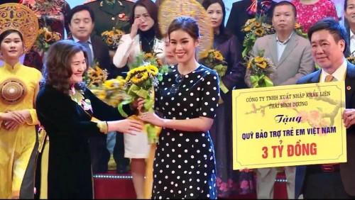 Tiên Nguyễn trao tặng 3 tỷ đồng cho quỹ bảo trợ  trẻ em  tại chương trình Mùa xuân cho em