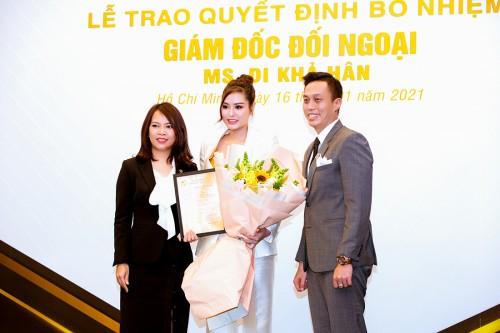 Hoa hậu Di Khả Hân đeo đồng hồ nửa tỉ đi nhận chức giám đốc đối ngoại TOPVN Group