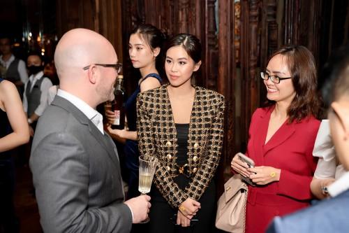 Tiên Nguyễn rạng rỡ nhận giải thưởng Best Of The Best 2020
