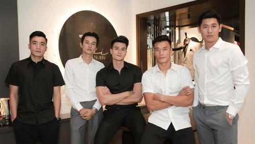 Hai anh em Thủ môn Bùi Tiến Dũng và các mỹ nam showbiz việt  mặc đẹp trong trang phục thiết kế của siêu mẫu Vĩnh Thuỵ