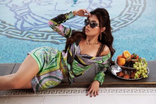 Tiên Nguyễn khẳng định vị thế Fashionista trong trang phục Versace