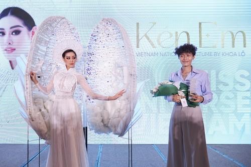 Hoa hậu Khánh Vân trình diễn ra mắt trang phục dân tộc Kén Em sẵn sàng lên đường sang Mỹ chinh phục Miss Universe