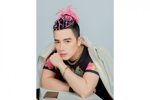 Clip: Nguyễn Hoàng Nam đánh dấu sinh nhật ấn tượng với MV Tối nay em làm gì