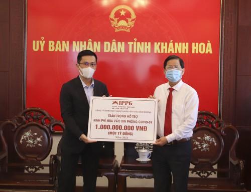 Quỹ Vì cộng đồng IPP của Tiên Nguyễn đã trao tặng 1 tỷ đồng mua vắc xin phòng, chống Covid-19 tại Khánh Hoà.