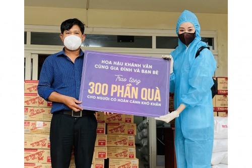 Hoa hậu Khánh Vân ủng hộ 300 phần quà cho người lao động nghèo, người trong khu cách ly phong tỏa tại TP.HCM