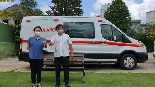 Như đã hứa nghệ sĩ Việt Hương  bàn giao xe cứu thương 2,5 tỷ cho ông Đoàn Ngọc Hải