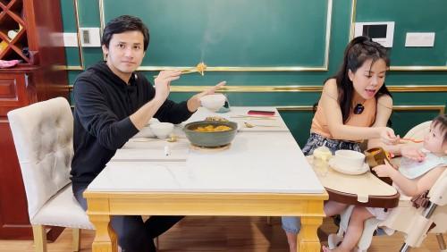 """Show truyền hình Ở Nhà Vui Mà – Nhật ký """"tránh Covid"""" của loạt nghệ sĩ danh tiếng"""