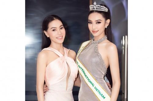 """""""Bà trùm Hoa hậu"""" Phạm Kim Dung gợi nhắc chuyện quá khứ khiến Thuỳ Tiên bật khóc trong buổi trao sash Miss Grand Vietnam 2021"""