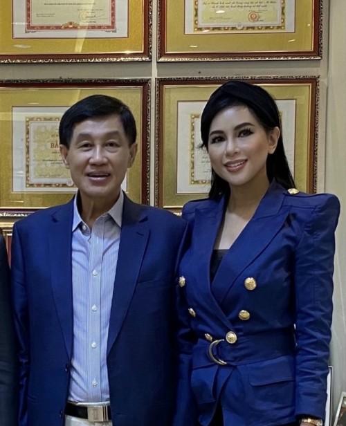 Phu nhân tỷ phú Johnathan Hạnh Nguyễn lại đoạt thêm giải Doanh nhân Châu Á 2021