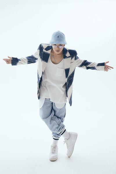 Weeza thí sinh King Of Rap hát mở màn The Mirage Fashion Show của NTK Thanh Huỳnh